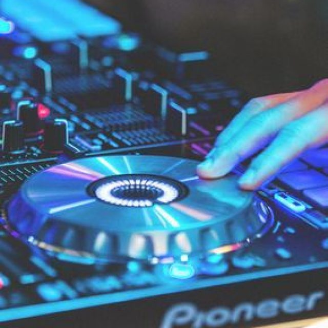 You Must Know These Things Before You Become A DJ